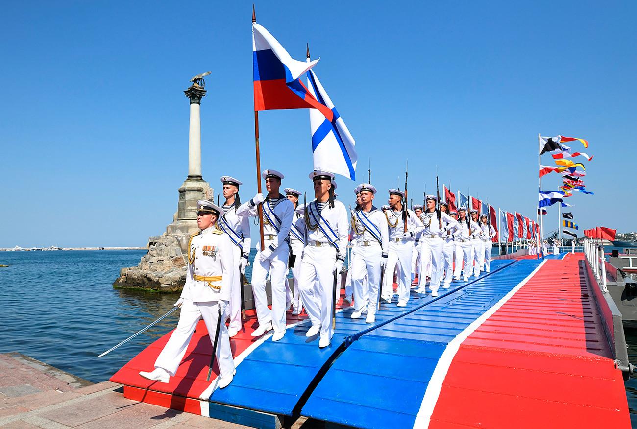 С Днем основания Российского военно-морского флота